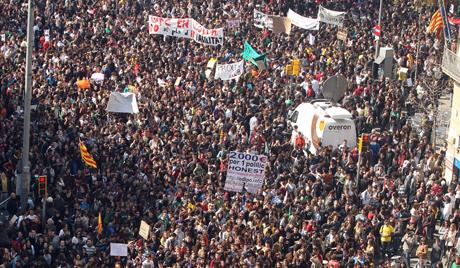 2012年2月29日に市内で行われた大規模な学生デモ