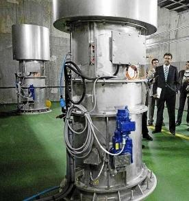 発電所内部とタービン