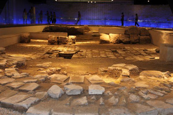 発見された考古学遺跡を展示するスペース photo by Turismo de Sevilla