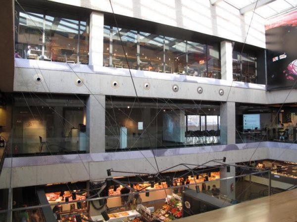 市場内2階に設置された多目的ホール photo by Espacio Trapézio