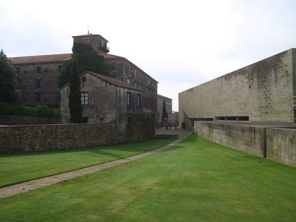 同美術館と修道院の間の庭園 photo by Eitzel